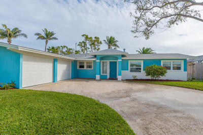 Cocoa Beach Single Family Home For Sale: 105 Deleon Road