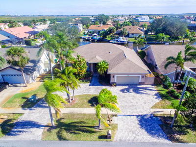 Merritt Island Single Family Home For Sale: 2140 Sykes Drive