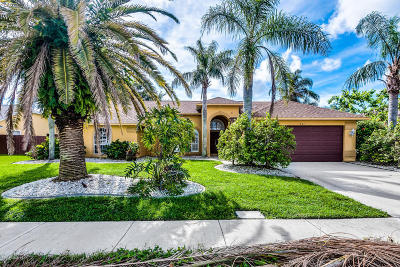 Merritt Island Single Family Home For Sale: 521 Sunset Lakes Drive