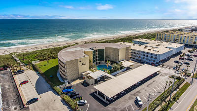 Cocoa Beach Condo For Sale: 4850 Ocean Beach Boulevard #301