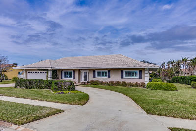 Brevard County Single Family Home For Sale: 810 Malibu Lane