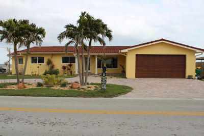 Merritt Island Single Family Home For Sale: 1110 S Banana River Drive