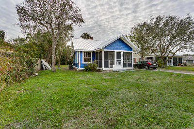 Melbourne Beach Single Family Home For Sale: 527 Sunset Boulevard