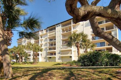 Melbourne Beach Condo For Sale: 3220 River Villa Way #113