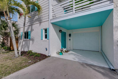 Cocoa Beach Townhouse For Sale: 10 Colonial Drive
