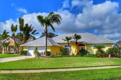Merritt Island Single Family Home For Sale: 1050 Harbor Pines Drive