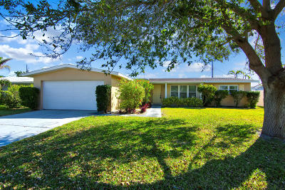 Indian Harbour Beach FL Single Family Home For Sale: $299,000