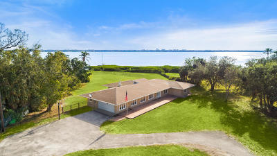 Merritt Island Single Family Home For Sale: 9100 S Tropical Trl