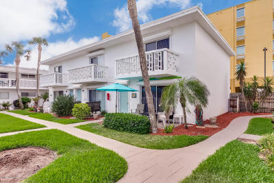 Cocoa Beach Condo For Sale: 171 Wakulla Lane #D
