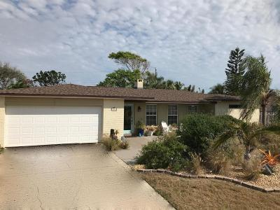 Indialantic, Indialantic, Fl, Indialantic/melbourne, Indialntic, Indian Harb Bch, Indian Harbor Beach, Indian Harbour Beach, Indiatlantic, Melbourne Bch, Melbourne Beach, Satellite Bch, Satellite Beach Single Family Home For Sale: 276 Lynn Avenue