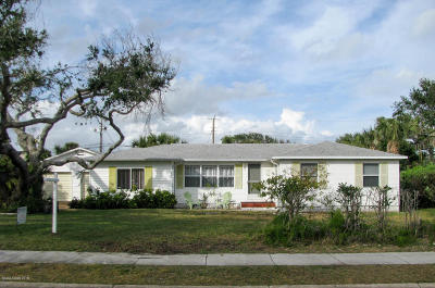 Cape Canaveral Single Family Home For Sale: 220 Buchanan Avenue