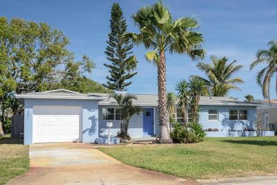 Satellite Beach Single Family Home For Sale: 321 Gemini Drive