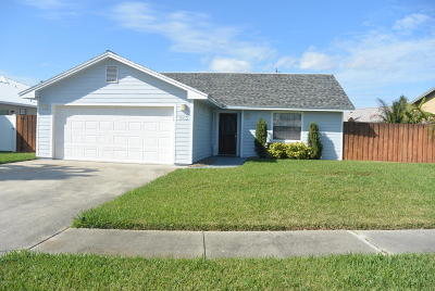 Cape Canaveral Single Family Home For Sale: 216 Circle Circle