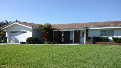 Cocoa Beach Single Family Home For Sale: 121 W Bahama Boulevard W