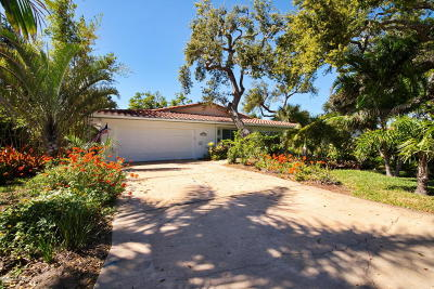 Cocoa Beach Single Family Home For Sale: 208 Rose Drive