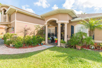 Palm Bay Single Family Home For Sale: 2400 Cogan Drive SE
