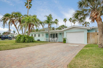 Cocoa Beach Single Family Home For Sale: 114 Boca Ciega Road