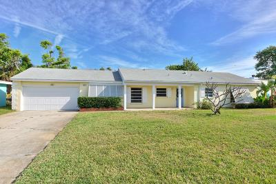 Cocoa Beach Single Family Home For Sale: 417 Blakey Boulevard