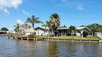 Cocoa Beach Single Family Home For Sale: 406 Dorset Drive