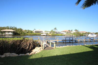 Indian Harbour Beach Townhouse For Sale: 303 Tradewinds Drive #303