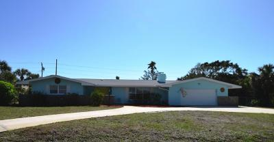 Melbourne Beach Single Family Home For Sale: 303 Hibiscus Trail