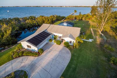 Merritt Island Single Family Home For Sale: 9610 S Tropical Trail