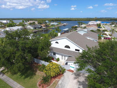 Merritt Island Single Family Home For Sale: 400 Caracas Drive