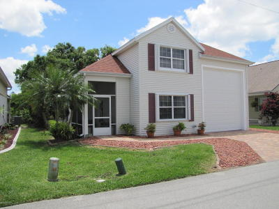 Titusville Single Family Home For Sale: 451 Plantation Drive