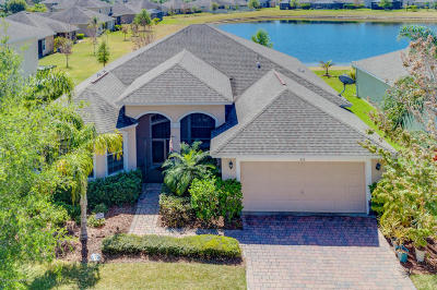 Palm Bay Single Family Home For Sale: 316 Broyles Drive SE