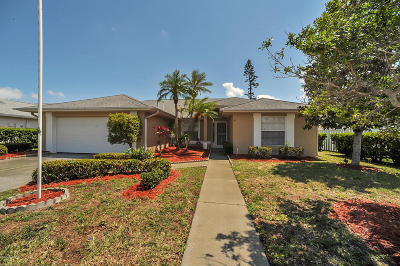 Rockledge Single Family Home For Sale: 771 Sandhill Crane Court