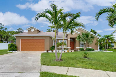 Merritt Island Single Family Home For Sale: 1044 Harbor Pines Drive