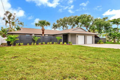 Cocoa Beach Single Family Home For Sale: 8 Crystal River Drive