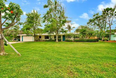 Melbourne Beach FL Single Family Home For Sale: $550,000