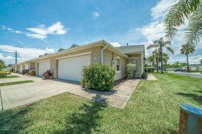 Indian Harbour Beach Townhouse For Sale: 801 Veronica Court
