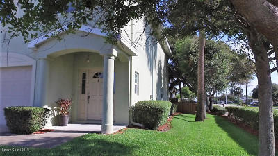 Cocoa Beach Townhouse For Sale: 205 N 2nd Street #104