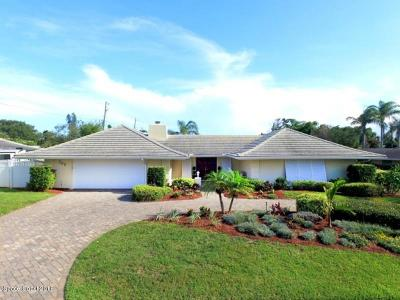 Melbourne Beach Single Family Home For Sale: 703 Hibiscus Trail