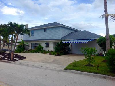 Cocoa Beach Single Family Home For Sale: 1001 S Orlando Avenue