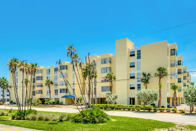 Cocoa Beach Condo For Sale: 4700 Ocean Beach Boulevard #406