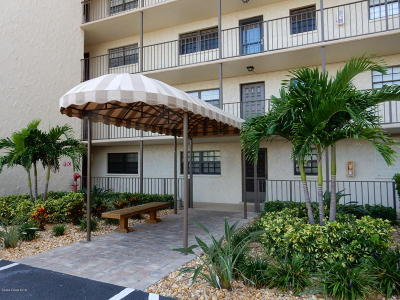 Cocoa Beach Condo For Sale: 4100 Ocean Beach Boulevard #105