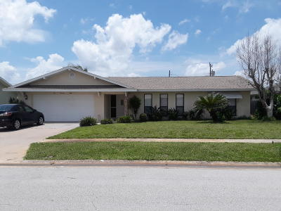 Satellite Beach Single Family Home For Sale: 678 Poinsetta Drive
