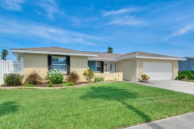 Indian Harbour Beach Single Family Home For Sale: 510 Ronnie Drive