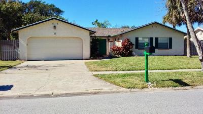 Cocoa Beach Single Family Home For Sale: 15 Colonial Drive