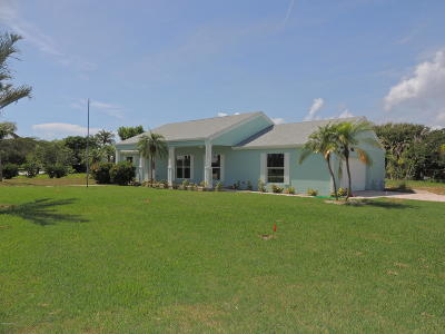 Cocoa Beach Single Family Home For Sale: 1742 Bayshore Drive