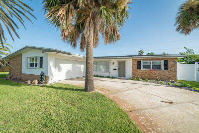 Satellite Beach Single Family Home For Sale: 160 Desoto Parkway