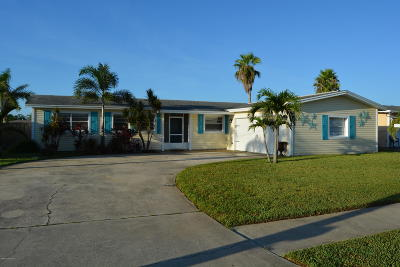 Merritt Island Single Family Home For Sale: 1565 W Central Avenue
