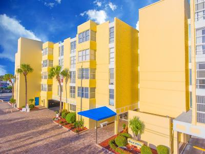 Cocoa Beach Condo For Sale: 4700 Ocean Beach Boulevard #202