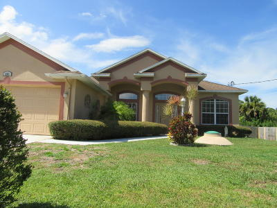 Palm Bay Single Family Home For Sale: 481 Larino Road SW