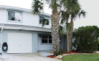 Indian Harbour Beach Townhouse For Sale: 605 Desoto Lane
