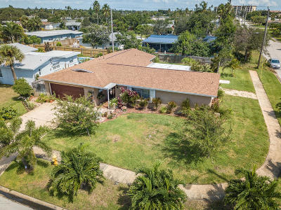 Indian Harbour Beach Single Family Home For Sale: 946 Flotilla Club Drive
