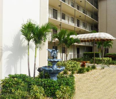 Cocoa Beach Condo For Sale: 4100 Ocean Beach Boulevard #208